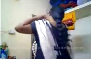 tamil aunty recordin herself and showing boobs ..