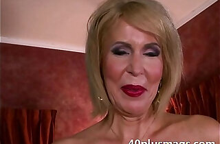 Mature divorcee showing pussy