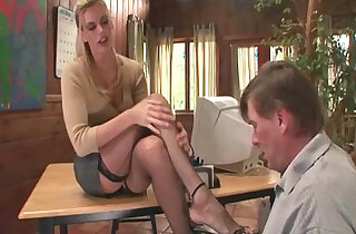 Therapist footsex with patient with foot fetish