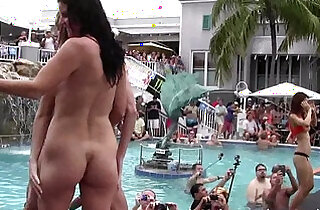 girls eating pussy and getting naked at wild party